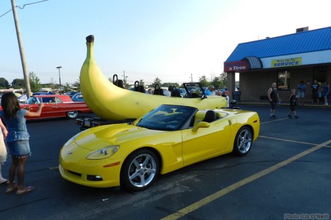 banana_car_pic_large_banana-car-and-corvette
