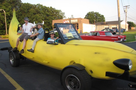 banana_car_pic_large_dairy-queen-car-show