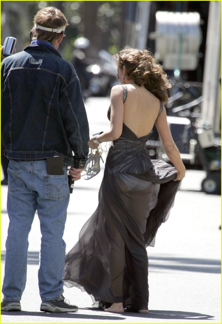 In 2007, actress Jessica Alba dey shoot a Revlon commercial in L.A. when... this one happen