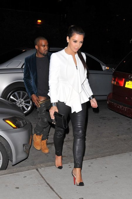 Hmmm, why Kanye West's pants go dey come down while getting out of a car with Kim Kardashian?