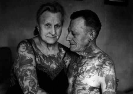 Couple wey folllow each other to do tattoo