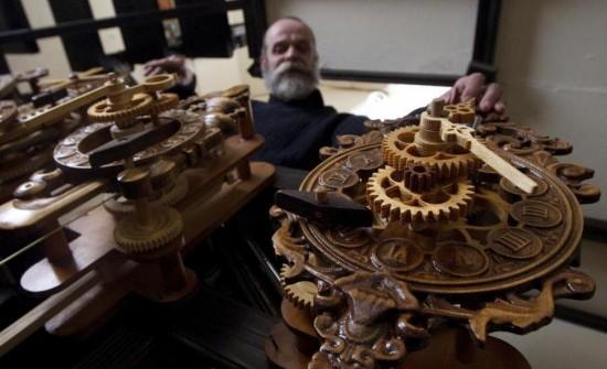 Andrey-Martyniuk-clocks2-550x335