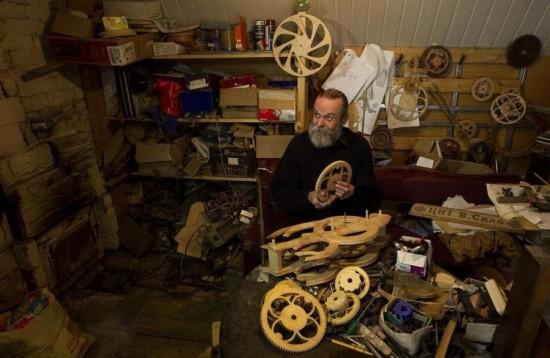 Andrey-Martyniuk-clocks3-550x358
