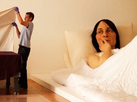 Ron-Mueck-sculptures4-550x412